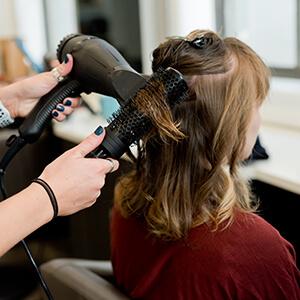 Haarstyling Lockenstab - Salon Karin