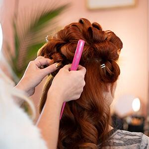 Haarstyling Lockenwickler - Salon Karin